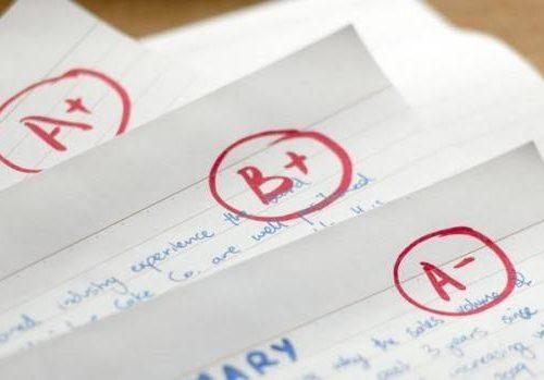 Voti scolastici: numeri, lettere, colori…qual è la scelta migliore?