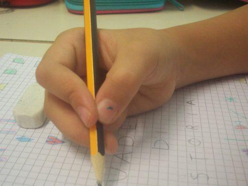 Per scrivere bene e senza fatica: postura e impugnatura